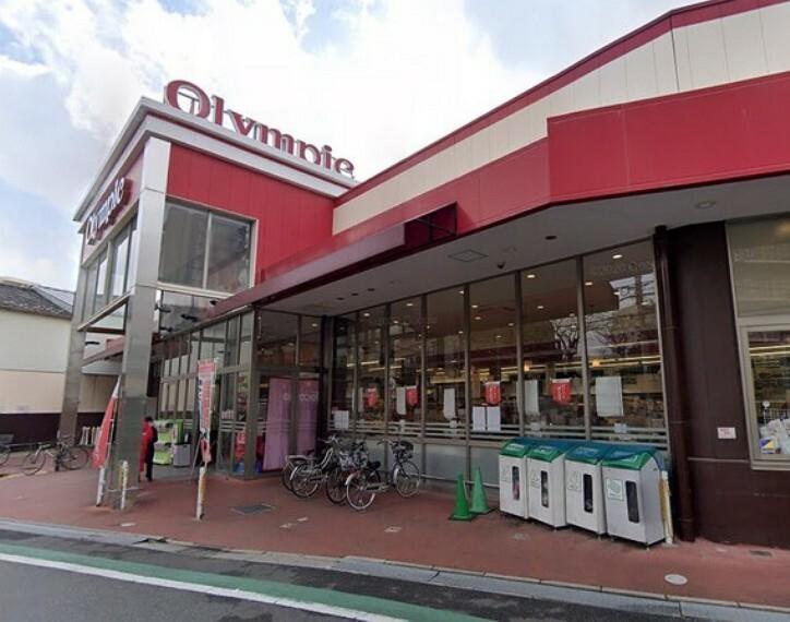 スーパー スーパーやコンビニが近く、お買い物便利です