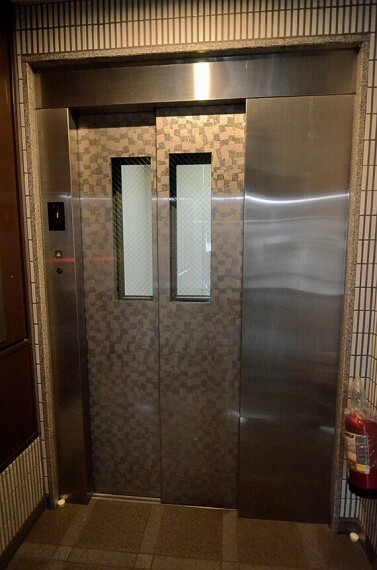 エレベーターで移動できるので、荷物が多い日も安心です