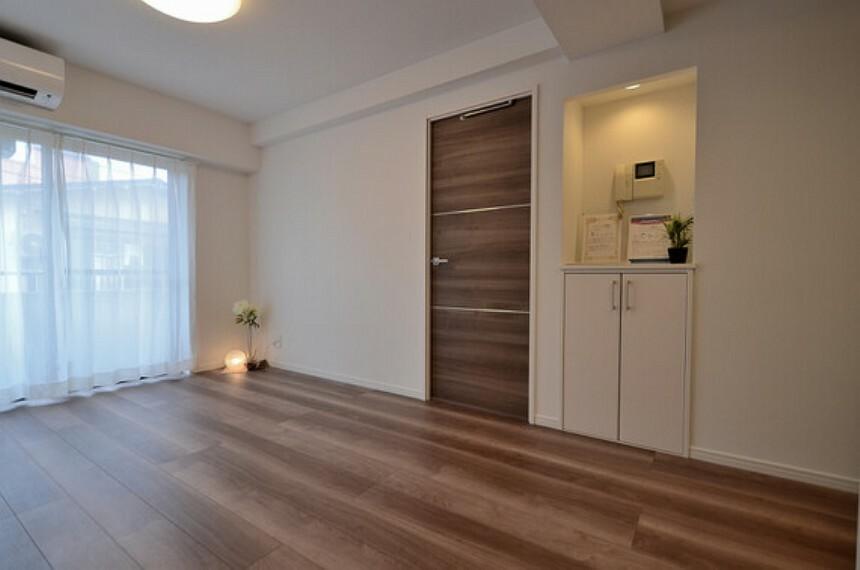 居間・リビング エアコン・照明設置済み。初期費用を抑え、新生活をスタートできます