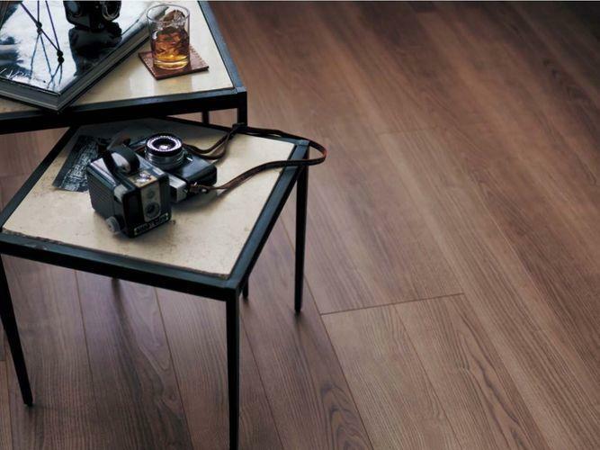 リフォーム案のフローリングのイメージです。木目の美しい落ち着いたテイストが特徴です。長年接する床だからこそ、肌触りや品質にはこだわりたいですよね。