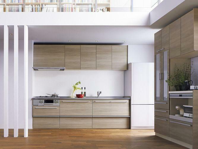 リフォーム案のキッチンのイメージです。カフェ風の美しいシステムキッチンで、収納スペースもたっぷりと取れています。