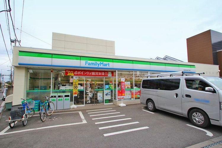 コンビニ ファミリーマート杉並浜田山四丁目店 徒歩7分。 近場にコンビニがございますので、駅前のスーパーまで足を運ばなくても良いのは嬉しいですね。