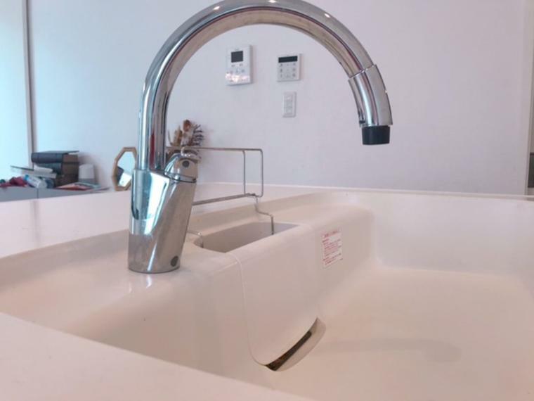 キッチン ッチレス水栓~触らないから汚れないです。センサーで吐水、止水できます。