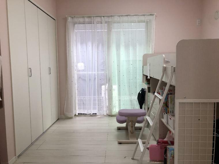 洋室 全てのお部屋に収納があり、1階には納戸も含めて、4部屋ございます。テレワーク用の書斎が欲しいお客様にもオススメ致します。