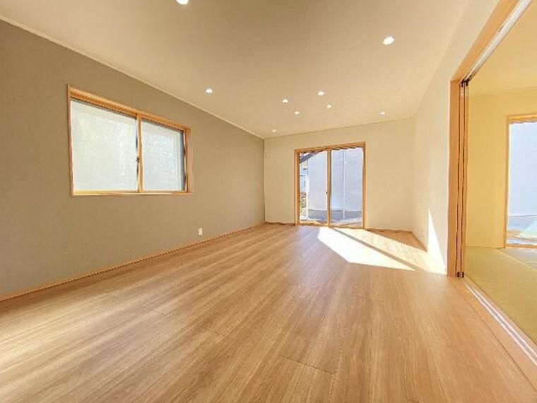 栃木市沼和田A号棟リビング(同仕様施工例)・・・家族の集まるldkは17.7帖と家具を置いてもゆとりがあります。