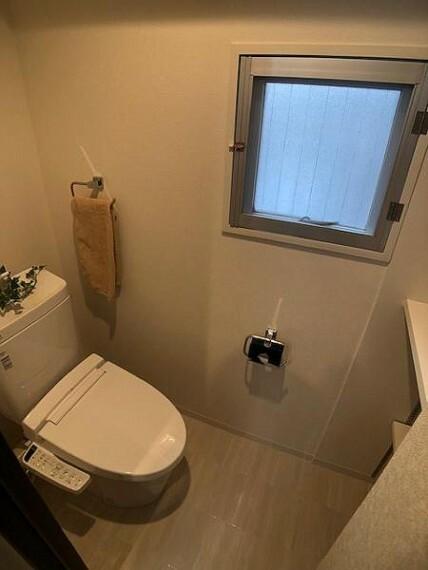トイレ 飾り棚付きのトイレは自分好みにディスプレイが可能ですよ!
