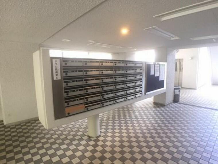 郵便受け 集合ポストで郵便物の出し入れも楽です。鍵付きで安心ですね!