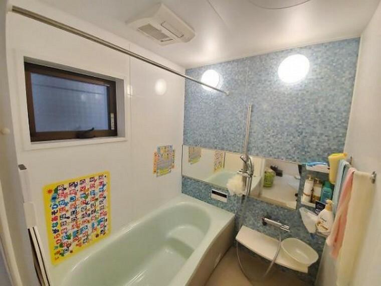 浴室 半身浴もゆっくり楽しめる広々浴室