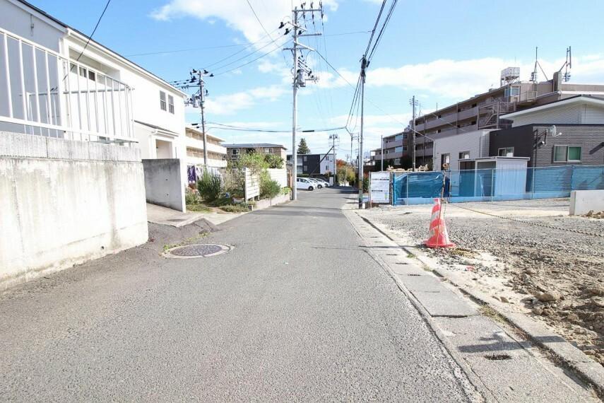 現況写真 【前面道路】幅4mの前面道路。車通りや入りやすさなど現地でご確認下さい!