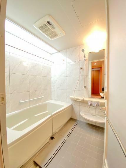 浴室 浴室も磨きコーティングを施してピカピカ、一日の疲れを広いお風呂で癒してください。