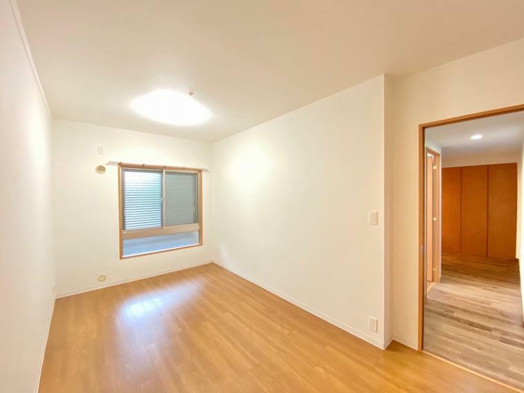 洋室 ゆとりの洋室8帖は主寝室に最適、WICも付設。