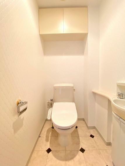 トイレ 広いトイレ、手洗いもついてます。ウォシュレット新調、クロスとCFも貼り替えてピカピカです。