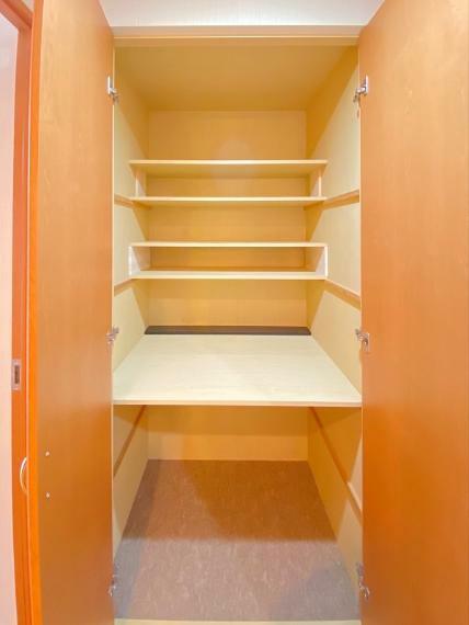 収納 廊下に大型収納あり、掃除機や日頃使用するものをしっかりと収納します!