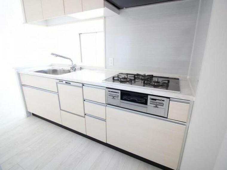 キッチン システムキッチンはうっかりしていても安心のSIセンサーコンロに加え、食洗機もついています
