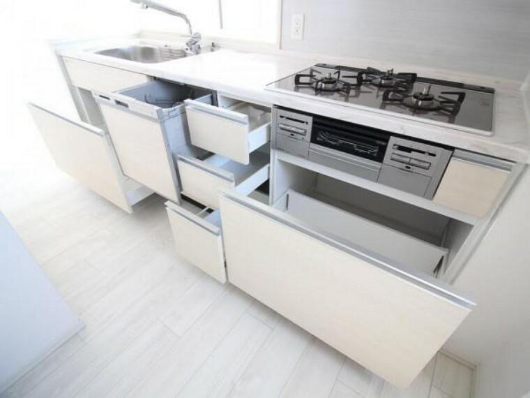 キッチン キッチンの収納スペースはこちらに加え、吊戸棚もあるのでたっぷり収納できます
