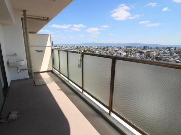バルコニー 19階部分で周りに大きな建物もないため開放感のある素晴らしい眺望