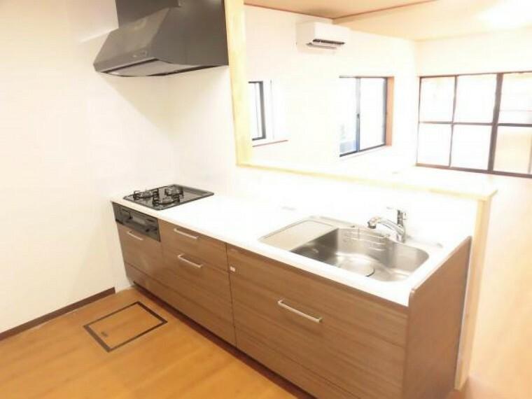 キッチン 【リフォーム済】タカラスタンダード社製のキッチンを新設しました。カウンターキッチンなので、テレビを見ながら調理することもできますね。