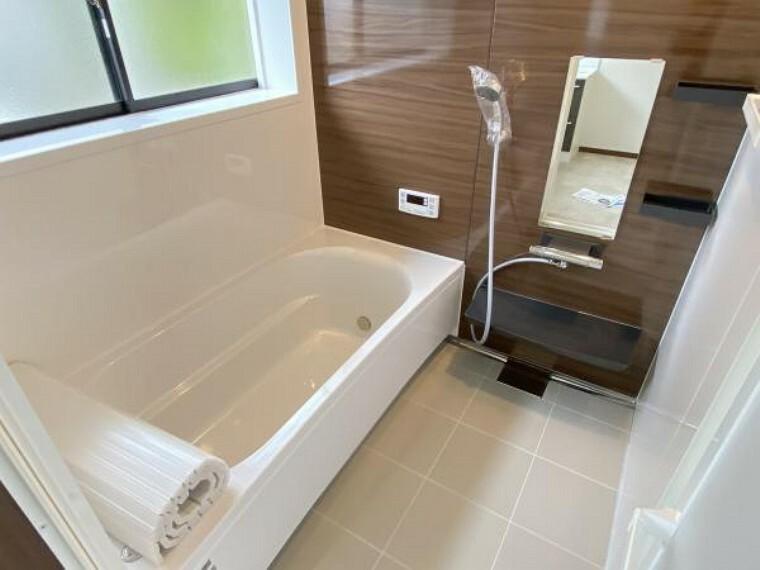 浴室 【リフォーム済】タカラスタンダード社製のユニットバスを新設しました。約一坪分の広さなので、足を伸ばしてゆっくりお湯に浸かることができますよ