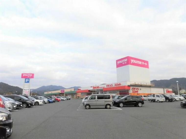 スーパー ゆめマート川棚まで約4.2km。お車で約7分の位置にありますので、毎日のお買い物にも便利ですね。