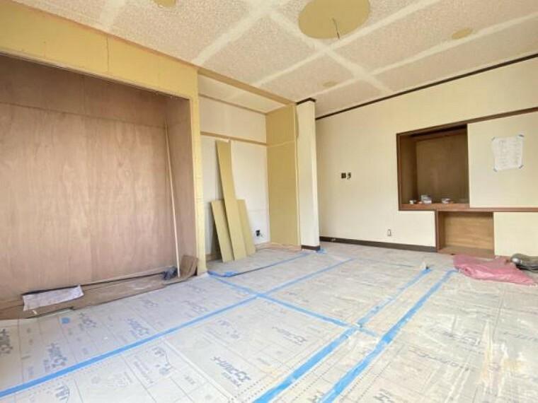 【同仕様写真】2階南東側洋室です。スペース部分もクローゼットを新設していきます。