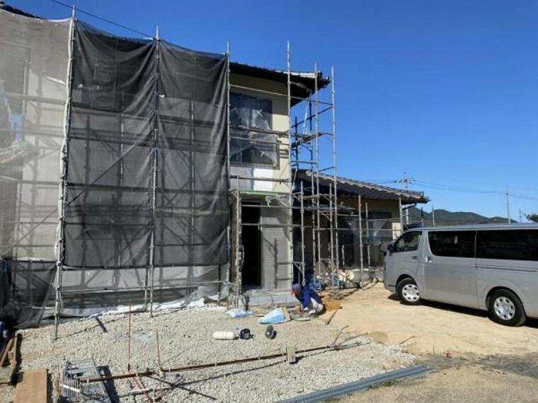 外観写真 【リフォーム中(11/22撮影)】玄関を移設しました。現在足場をかけています。これから外壁を塗装していきます。
