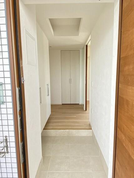 玄関 玄関にはたっぷりサイズのシューズボックスを設置しておりますのでいつでもスッキリりとした空間を保てます。