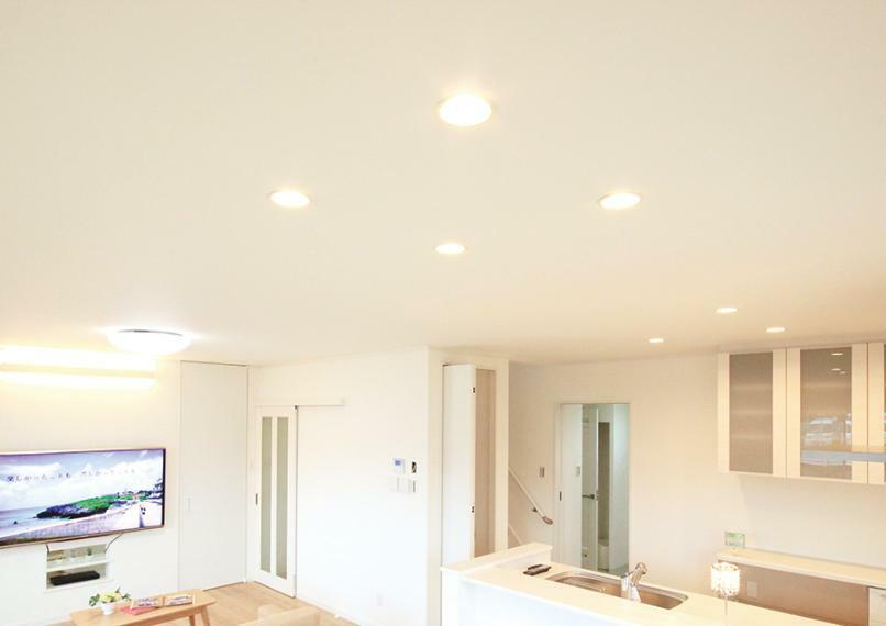 全室、消費電力が少なく寿命も長いLED照明を使用。 交換の手間やコストを大幅に抑えることができます。 ※写真は弊社施工例です