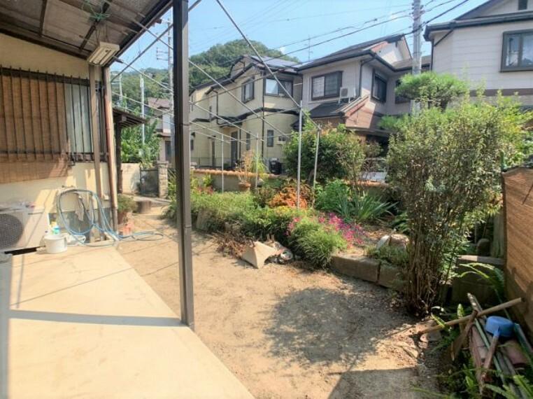 庭 広い庭は家庭菜園にも最適 オープン外構にして駐車場にも改良可能。2台以上駐車可能になります