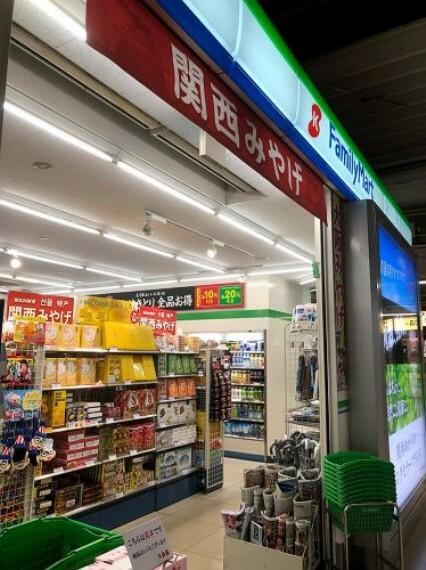 コンビニ 【コンビニエンスストア】ファミリーマート 交野倉治西店まで817m