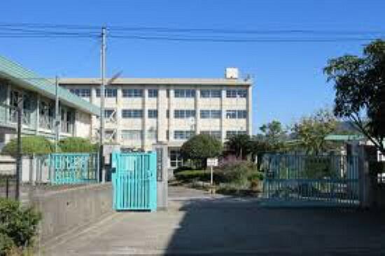 小学校 【小学校】寝屋川市立堀溝小学校まで495m