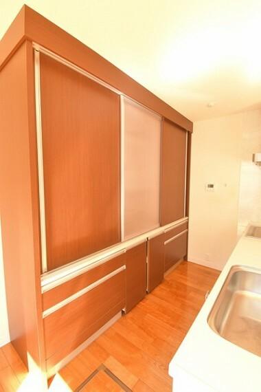 収納 キッチンには大容量の収納がありスッキリお片付けできます。