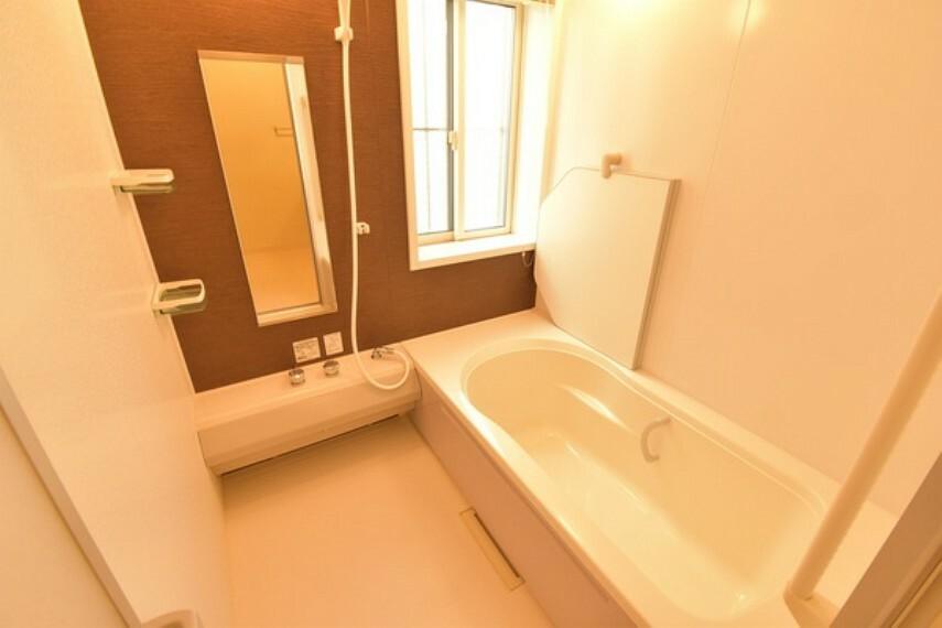 浴室 明るく広々とした浴室はお子様と入ってもゆったりとできます。
