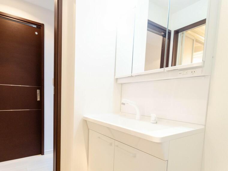 洗面化粧台 ご家族の1日が始まり、1日の終わりを締めくくる洗面空間。