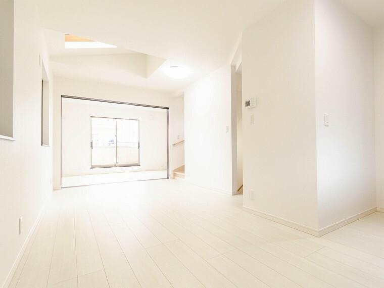 居間・リビング ご家族やお客様との時間など、多くの時を刻む空間。何気なく過ぎる時でさえも上質なひと時となる快適な空間を目指して。