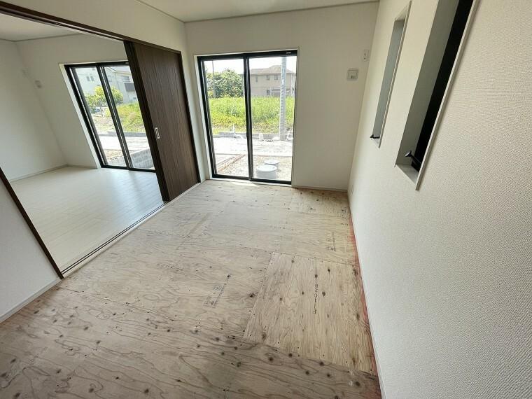 居間・リビング リビングにつながる和室は、より解放感をもたらす空間です。