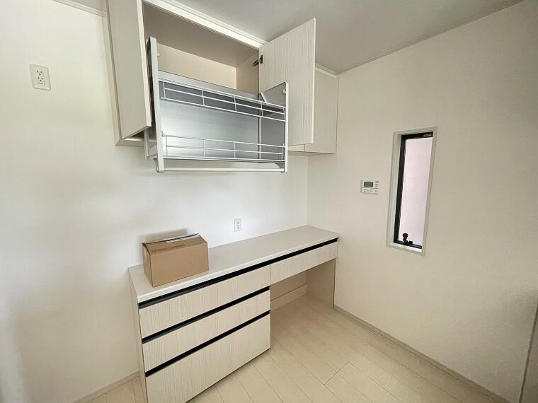 キッチン キッチンには吊戸棚が標準装備。取り出しやすく使いやすい食器棚です!
