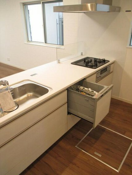 キッチン 収納力たっぷりの最新システムキッチン