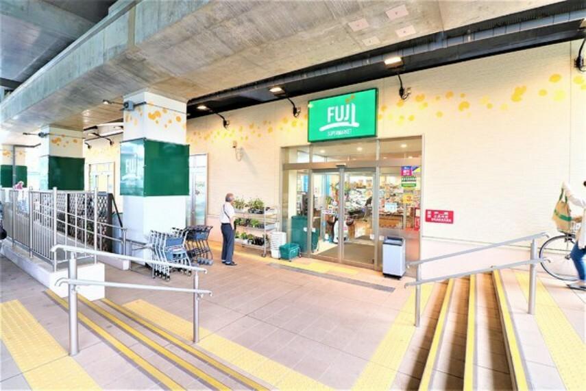 スーパー Fuji稲城長沼駅前店 鮮度・産地にこだわった生鮮食品、できたてをお届けするお総菜などが販売されています。営業時間:9:00~1:00