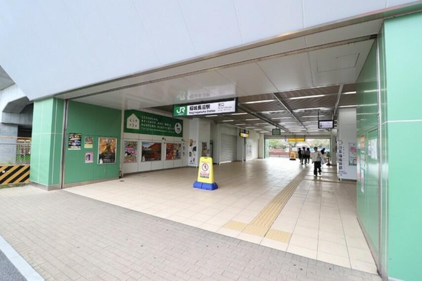 稲城長沼駅(JR 南武線) 快速停車駅。駅周辺には内科、小児科、歯科などの診療所があります。駅前のスーパーは夜遅くまで営業しているので、仕事帰りに買い物が出来ますね。