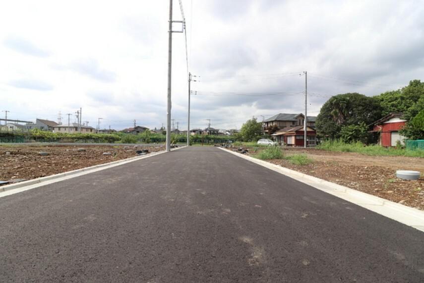 現況写真 新設道路は交通量も少なく、小さなお子様がいるご家庭には安心です。