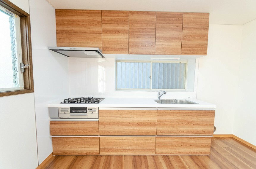 キッチン 手元の収納から、足元の収納までが全てスライド式で、奥のスペースまで有効に活用できます。