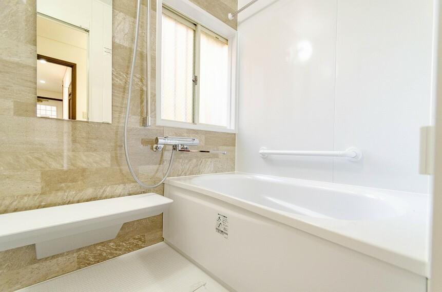 浴室 モダンデザインの空間が気持ちよさを高めてくれるバスルーム。