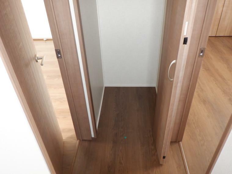 収納 3階廊下にあるなにかと便利な収納庫。
