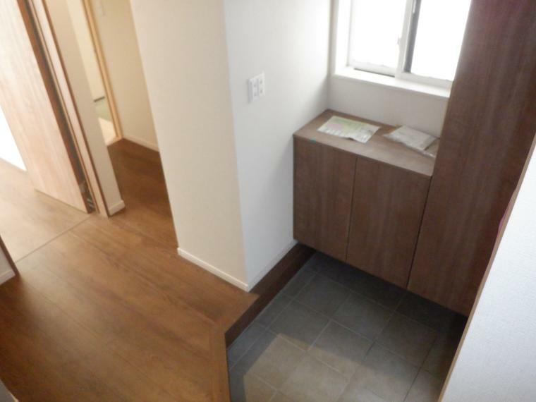 玄関 下足は背高でたっぷり収納。