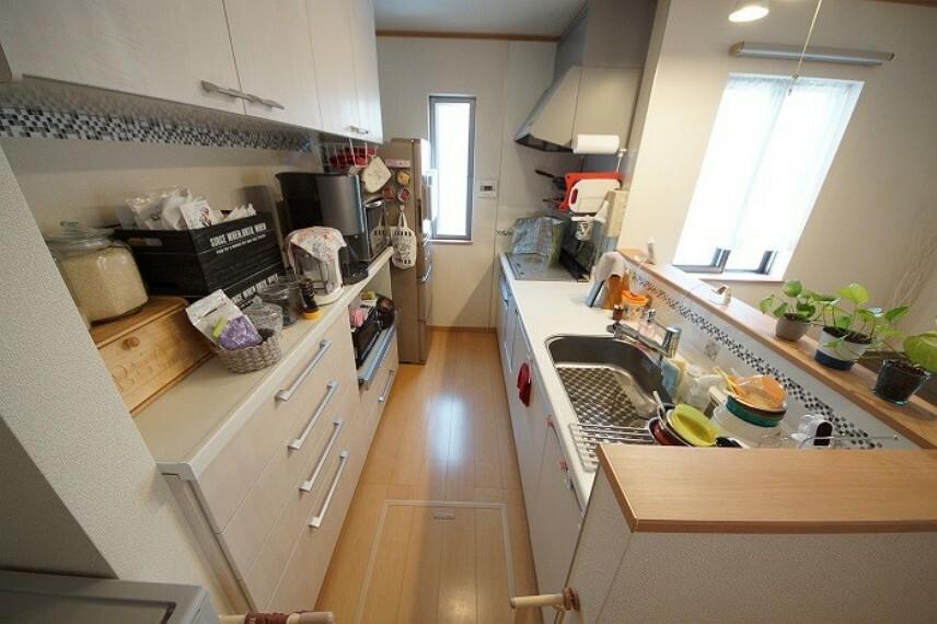 キッチン キッチンはII型で家事動線の良い仕様となっております。