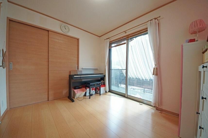 居間・リビング 居室は陽当りがよく気持ちがいいですね