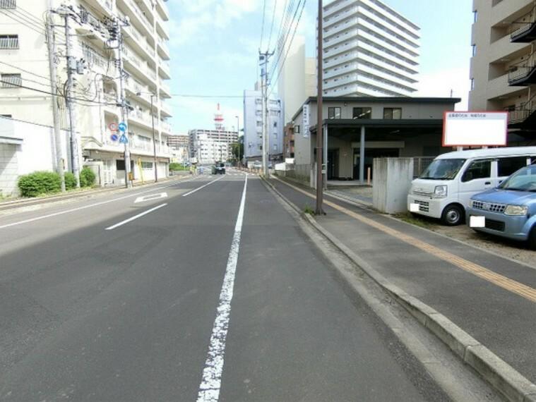 現況写真 開放的な前面道路です。
