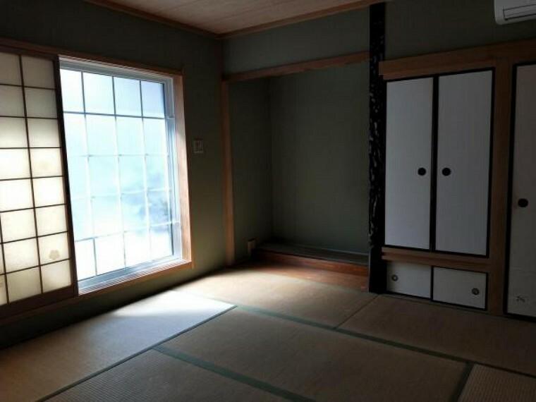 1階の和室です。シャッター雨戸は電動です。