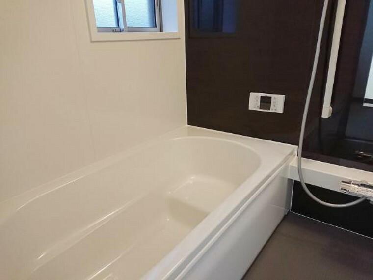 浴室 【リフォーム済】ハウステック製のユニットバスに新品交換しました。ゆったり足を伸ばせる1坪タイプなので一日の疲れを癒すことが出来ますね。