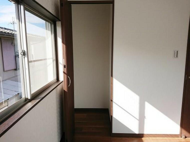 収納 【リフォーム済】各収納スペースは折戸タイプのクローゼットを新設しました。